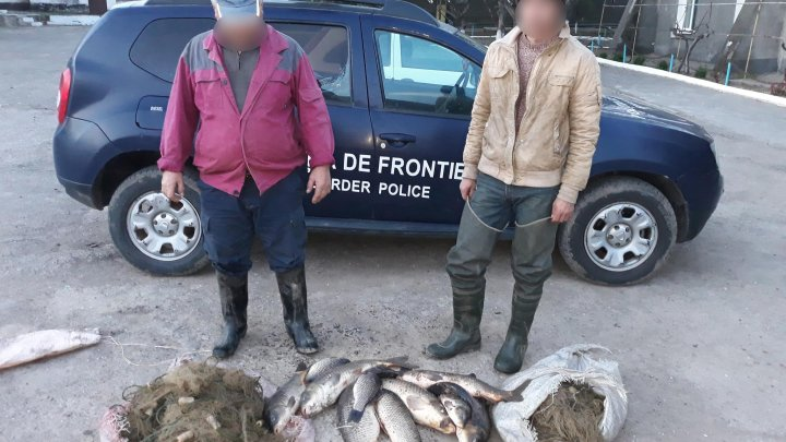 Opt moldoveni au fost prinşi de poliţia de frontieră la pescuit ilegal