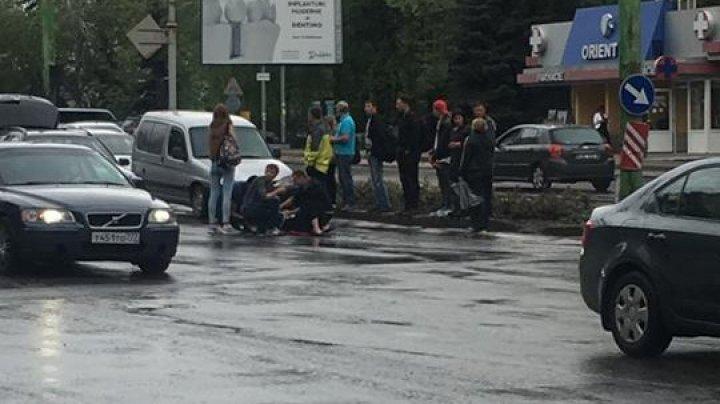 O femeie din Capitală, în stare gravă la spital după ce a fost accidentată pe trecerea de pietoni (FOTO)
