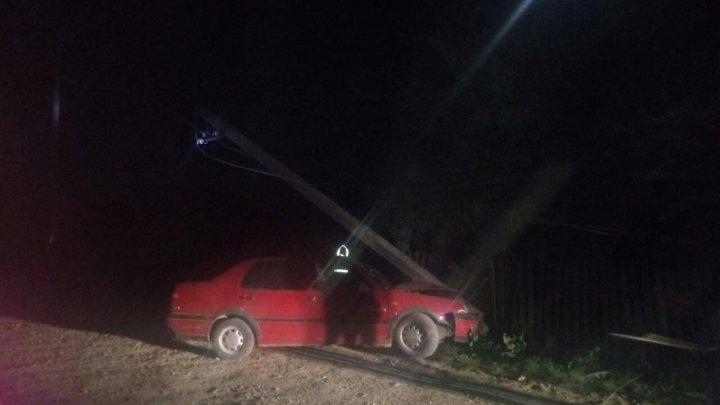 Băutura, bat-o vina! O şoferiţă din Rădoaia a lăsat fără lumină un sat întreg (FOTO)