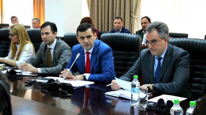 Chiril Gaburici a convocat în ședință oamenii de afaceri din Turcia și Serviciul Vamal