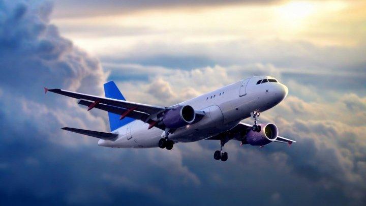 Cu Doamne ajută. Ce au găsit pasagerii unui zbor în dreptul ieşirii de urgenţă dintr-un avion