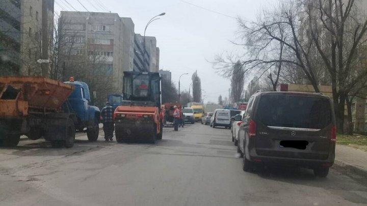 InfoTrafic: Pe strada Socoleni din Capitală, segmentul Doina-Ceucari, au loc lucrări de reparație. Se circulă cu dificultate