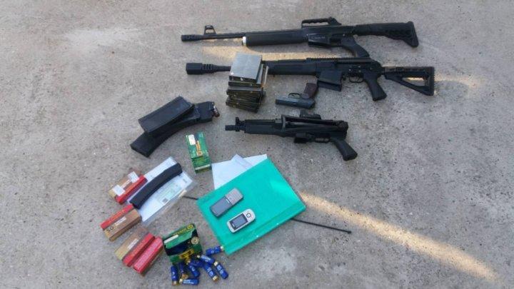 Au pornit după droguri, dar au găsit arme. PCCOCS şi SPIA au efectuat percheziţii în sudul ţării