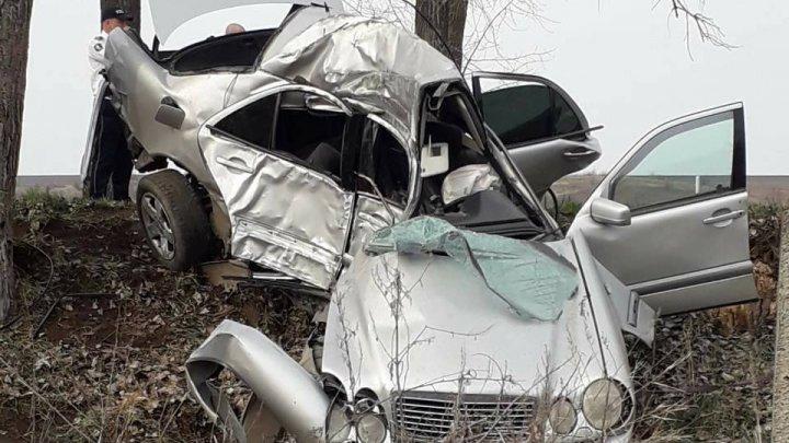 Un bărbat mort, iar 4 persoane, inclusiv doi copii, rănite, în urma a două ACCIDENTE GRAVE produse în Ungheni şi Călăraşi