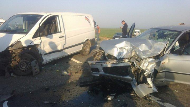ACCIDENT GRAV pe o stradă din România. Cinci pompieri au ajuns la spital