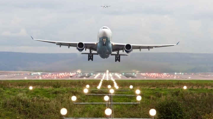 MĂSURI SPORITE DE PAZĂ pe Aeroportul Sibiu. Un bărbat şi un copil au vrut să fure un avion