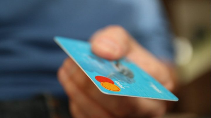 Norvegia a devenit prima țară din lume în care nu se mai achită cu bani cash