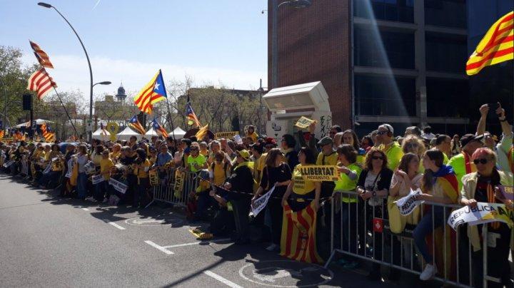 Mii de oameni au ieşit pe străzile din Barcelona pentru a cere eliberarea liderilor separatişti catalani