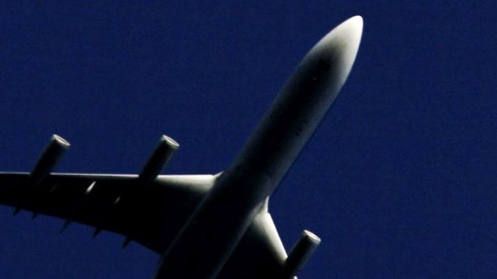 Un avion a aterizat de urgență pe aerportul din Philadelphia, după ce motorul stâng a explodat