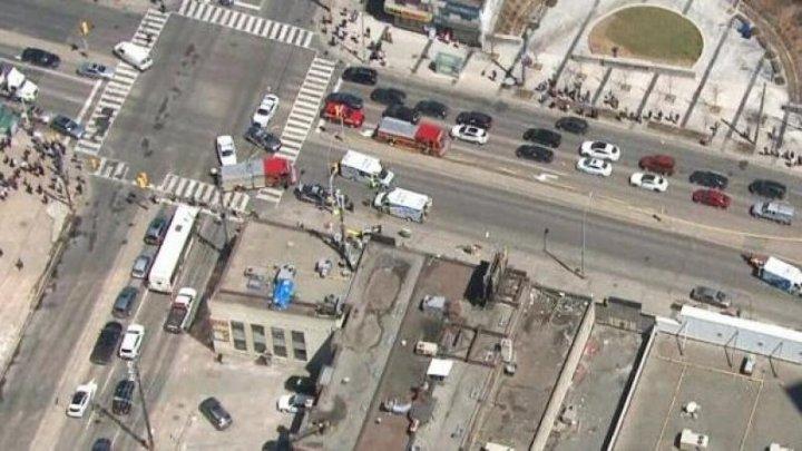 ȘOCANT! O camionetă a intrat într-un grup de trecători în Canada. SUNT RĂNIȚI