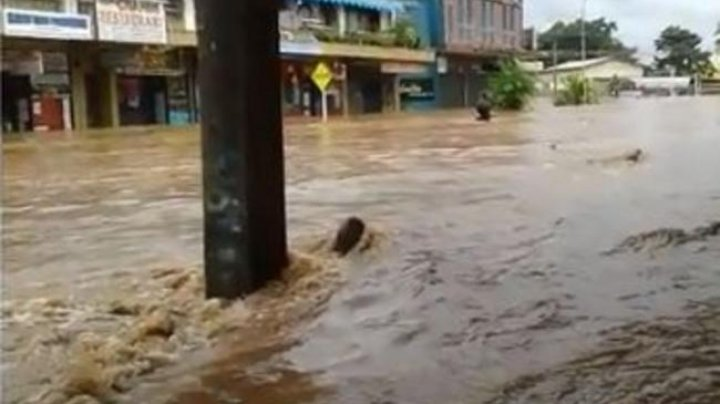 Patru persoane au murit, după ce un ciclon tropical care a adus ploi torenţiale în Fiji