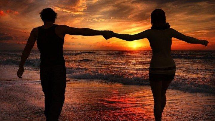 HOROSCOP: Cele 12 cupluri din zodiac menite să se îndrăgostească și să se despartă