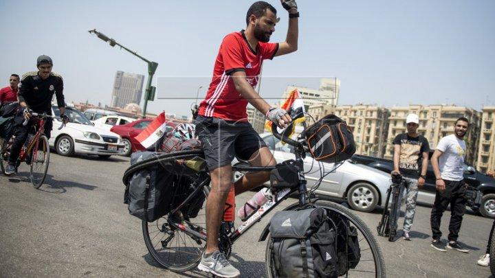 Din Cairo la Moscova cu bicicleta! Un fan al Egiptului a plecat spre Rusia pentru a-şi susţine echipa la Cupa Mondială