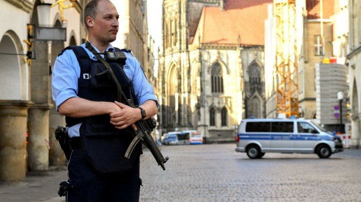 Bărbați suspecați că plănuiau un atac terorist în timpul semimaratonului din Berlin, eliberați din arest