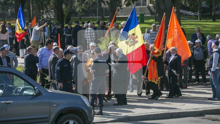Victimele catastrofei nucleare de la Cernobîl, comemorate astăzi la Chişinău (FOTOREPORT)