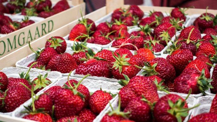 Cum elimini uşor resturile de pesticide de pe fructe şi legume