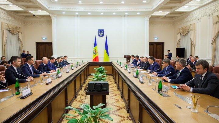 Realizarea obiectivelor de pe agenda comună, în atenția premierilor Pavel Filip și Volodimir Groisman