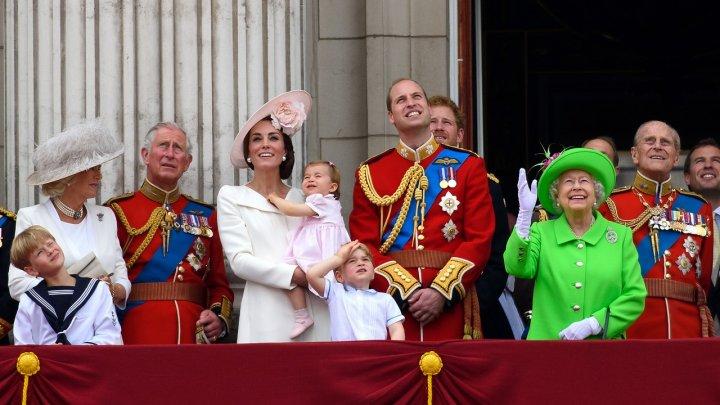 Cum va schimba ordinea succesiunii la tronul britanic cel de-al treilea copil al prinţului William şi al soţiei sale Kate