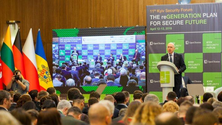 Pavel Filip, la Forumul de securitate de la Kiev: Pledăm pentru solidaritate şi angajament în gestionarea crizelor şi ameninţărilor