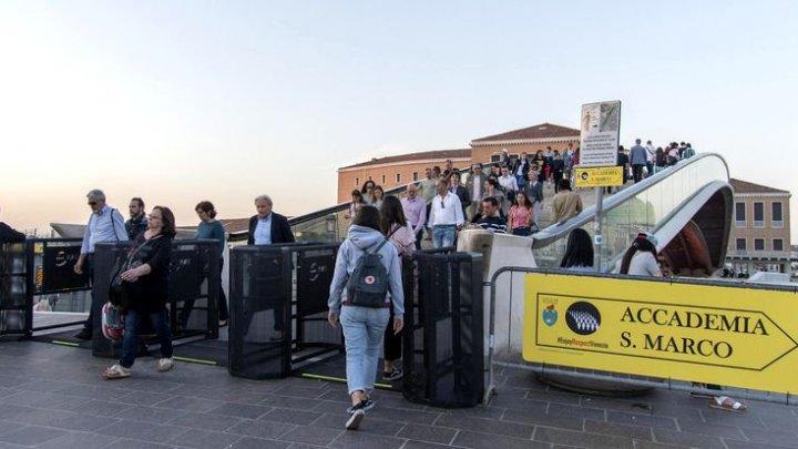 Veneția limitează numărul turiștilor. Care este motivul