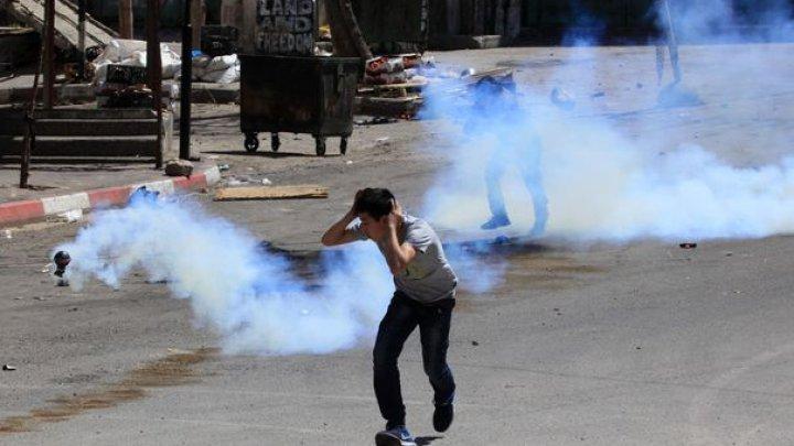 VIOLENŢE la frontiera cu Fâşia Gaza: Peste 30 de protestatari palestinieni, răniţi în confruntări cu armata israeliană
