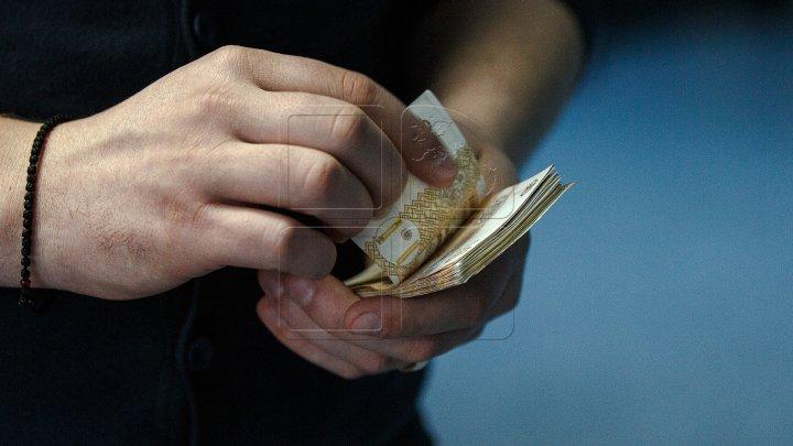 Moldovenii iau tot mai multe credite.  În luna martie, băncile din țara noastră au acordat circa 19 mii de împrumuturi