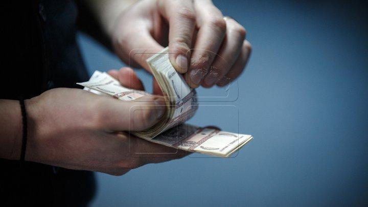 Circa 28 milioane de lei, obţinuţi ilegal din jocuri de noroc online. Cum erau încasaţi banii de la moldoveni. Învinuiţii, pe banca acuzaţilor