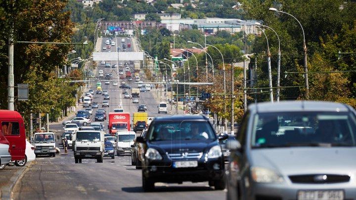 InfoTrafic: Flux majorat de transport în Capitală. Pe ce străzi se circulă cu dificultate