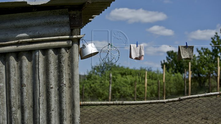 Amenzi USTURĂTOARE pentru românii care nu îşi mută toaleta din curte în casă