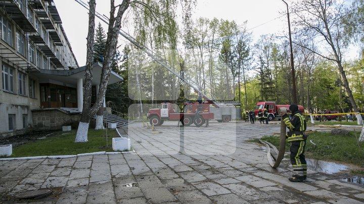 IMAGINILE DEZASTRULUI de la Institutele de Cercetare ale Academiei de Ştiinţe. Cum arată clădirea care a fost mistuită de flăcări