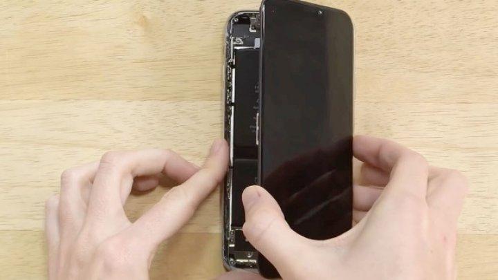 Apple, nevoit să colaboreze cu Samsung în rolul de unic furnizor de ecrane OLED