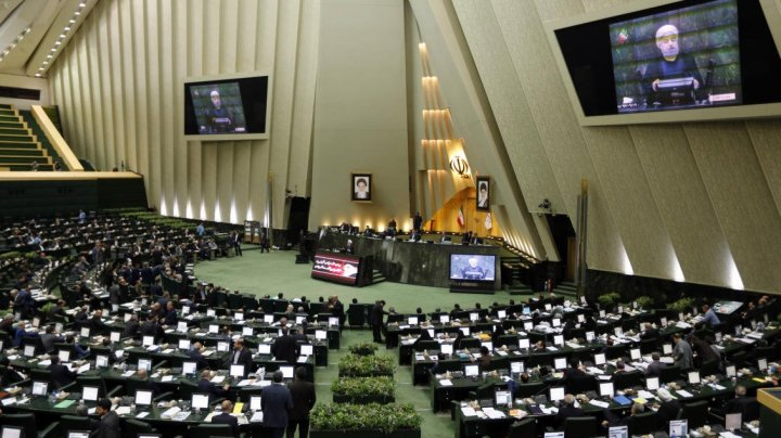 UE prelungeşte termenul de aplicare a sancţiunilor împotriva Iranului