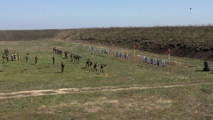 Lupte și probe de foc la Bulboaca! Militarii moldoveni, instruiţi de forţe speciale ale Armatei SUA (FOTO)