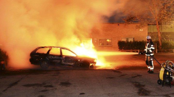 14 maşini au fost incendiate într-o singură zi în Suedia