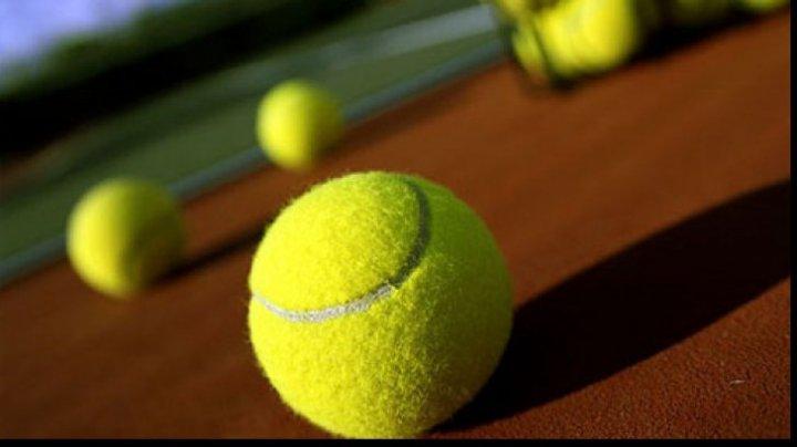 PARTIDĂ INEDITĂ ÎN GERMANIA. Doi sportivi au unit trei mese pentru a juca ping-pong