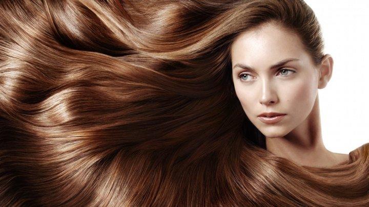 Părul blond și firele subțiri sunt cele mai sensibile la soare. Află cum poți avea o podoabă capilară strălucitoare