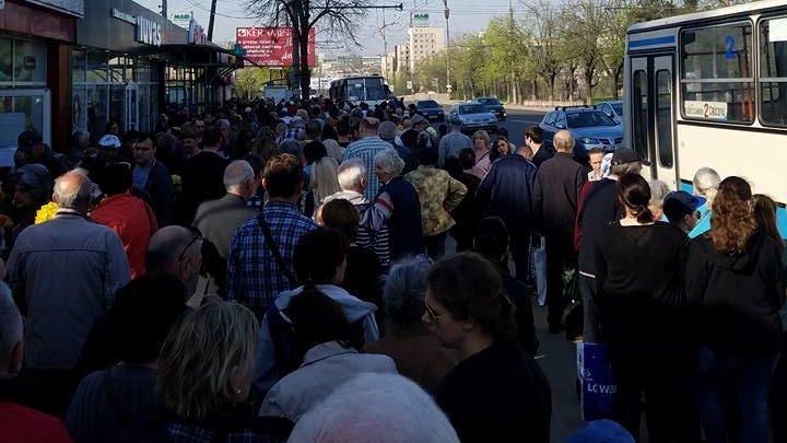 Paştele Blajinilor. Oamenii s-au călcat în picioare pentru un loc în autobuzele oferite gratuit de Primărie (FOTO)
