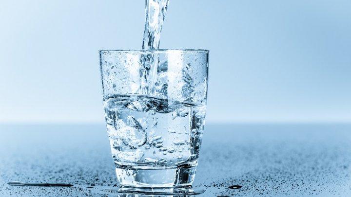 Află ce se petrece în corpul tău dacă bei apă imediat ce te trezești