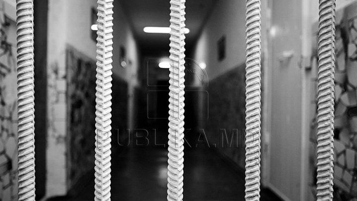 Un minor și alți doi bărbați riscă ani grei de închisoare. Au furat 40 de litri de motorină