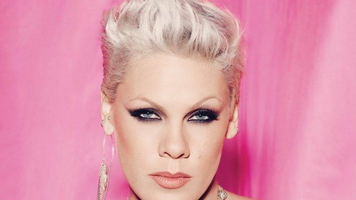 Vedeta pop Pink, pe coperta numărului revistei People dedicat frumuseţii