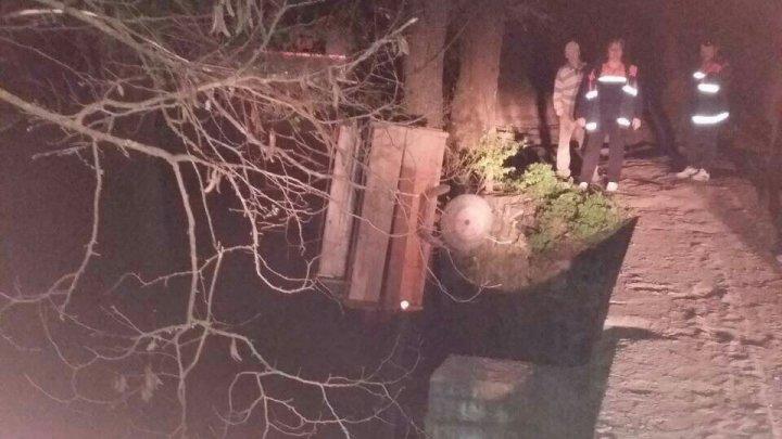 TRAGEDIE la Orhei. Un bărbat a căzut cu motocultorul în gol 2 metri (FOTO)