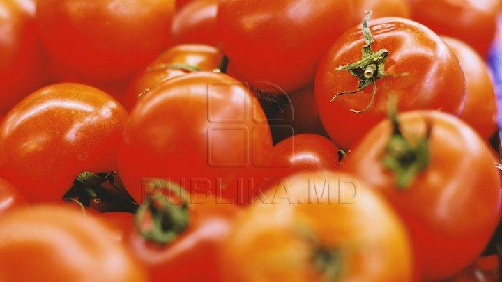 INCREDIBIL! Culoarea și gustul roșiilor sunt falsificate în supermarket