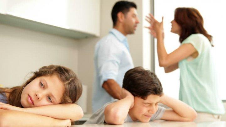 Certurile dintre părinţii pot avea efecte negative de lungă durată asupra copiilor