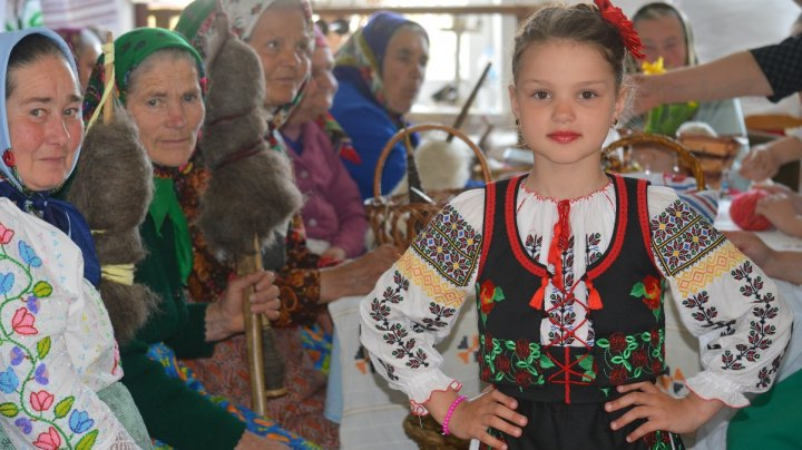 Locuitorii din Pelinia creează un centru de artizanat și brand local cu implicarea băștinașilor plecați în întreaga lume