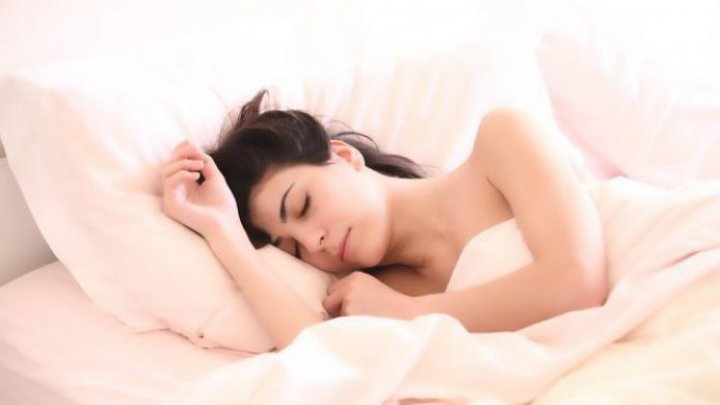 STUDIU: Obiceiul legat de somn care crește riscul de obezitate