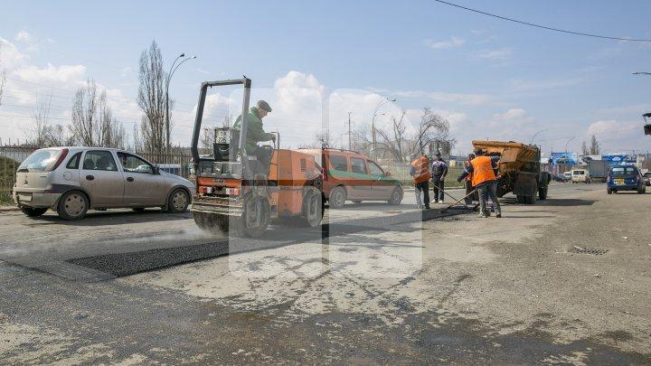 Drumurile din Chişinău, REPARATE. Străzile pe care se vor efectua lucrări la noapte şi mâine. Traficul rutier va fi suspendat