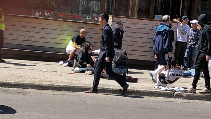 Zece morţi şi 15 răniţi, după ce o camionetă a intrat în pietoni la Toronto. Cine este şoferul