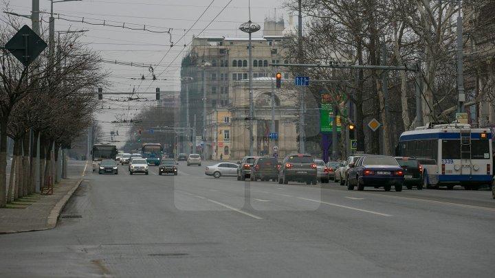 Aglomerație în Vinerea Mare în Capitală: Străzile pe care se circulă cu dificultate la acestă oră