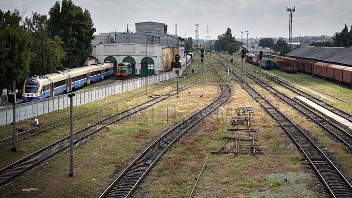CUTREMURĂTOR! O moldoveancă de 45 de ani a murit în Rusia, după ce a căzut pe şine, chiar în faţa trenului