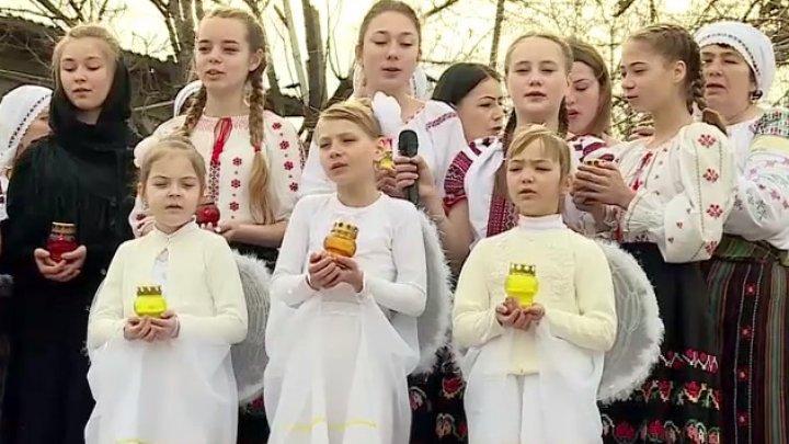Caravana de Paşti din satul Calfa. 350 de bătrâni au fost invitaţi la un concert susţinut de cei mai mici locuitori